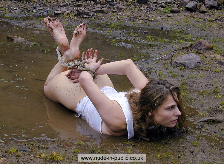 naked girl in mud porno