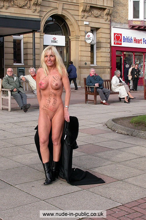 naked-mature-girls-in-public